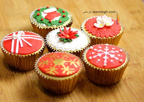 تزیین کاپ کیک برای کریسمس به شکل تزیینات درخت کریسمس