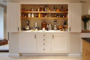 ایده چیدن وسایل آشپزخانه مخصوص آشپزخانه های کوچک با کابینت کم