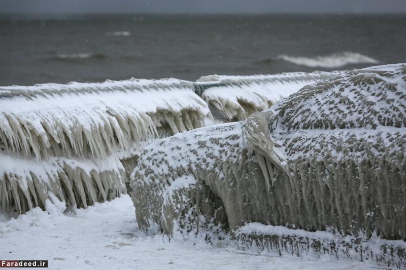 ماشین یخ زده جالب در سواحل آمریکا + عکس