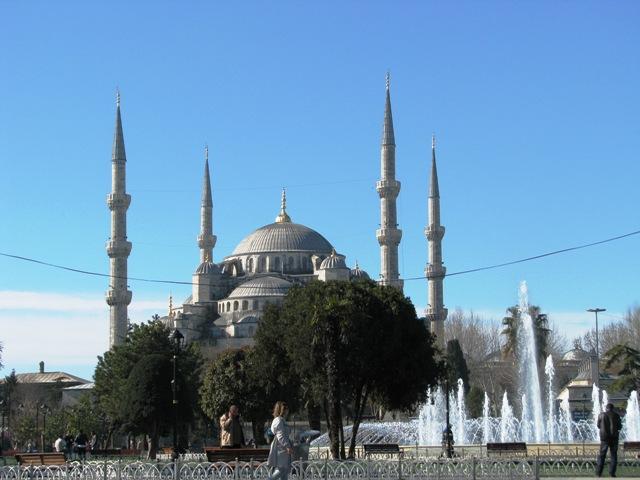 انفجار در میدان سلطان احمد استانبول + تصاویر
