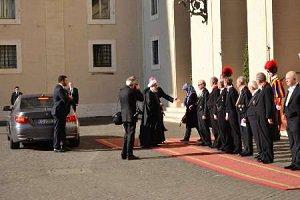حسن روحانی برای دیدار پاپ فرانسیس رهبر کاتولیک ها به واتیکان رفت