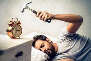 چگونه صبح زود از خواب بیدار شویم + فواید سحرخیزی