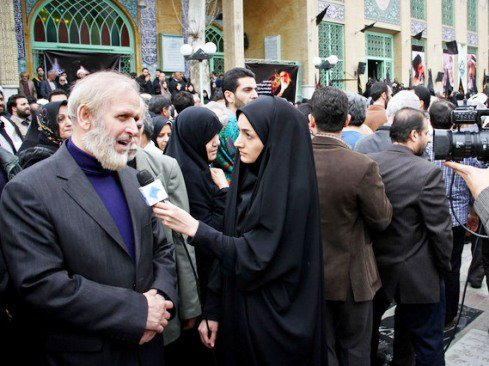 محمدعلی رامین در مراسم تشییع پیکر فرج الله سلحشور
