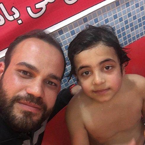 عکس پسر هادی نوروزی در استخر
