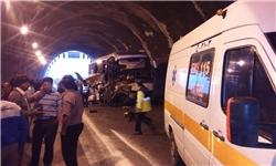 برخورد تریلر با اتوبوس 1 کشته داد +تصاویر