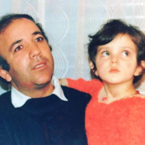 لیلا اوتادی در کنار پدرش
