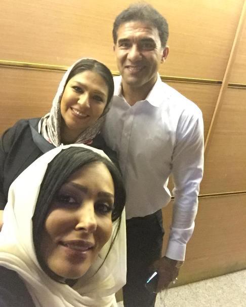 پرستو صالحی در کنار احمدرضا عابدزاده و همسرش