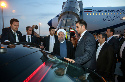(تصاویر) روحانی وارد استانبول شد