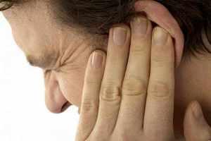 علت گرفتگی های موقت گوش چیست؟
