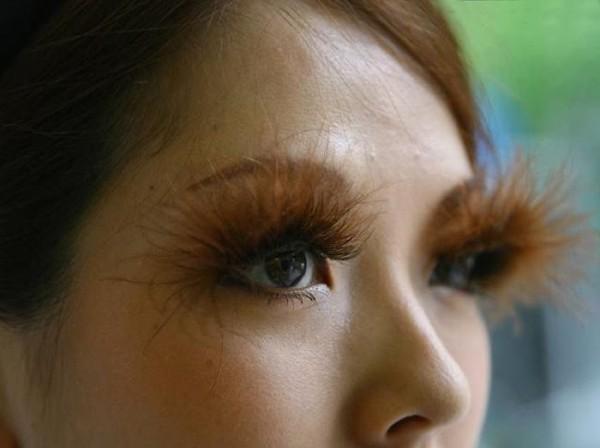 عکس هایی از دختری با عجیب ترین مژه های چشم!!