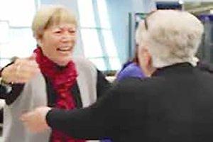 دیدار دو خواهر دوقلوی پس از ۲۷ سال جدایی