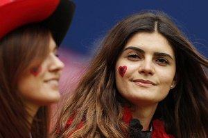 مردی که در مسابقه فوتبال یورو ۲۰۱۶ از همسرش جدا شد! + عکس
