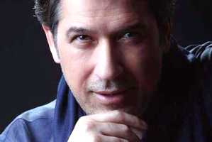 وقتی بازیگر مشهور ایرانی رمان نویس میشود !!