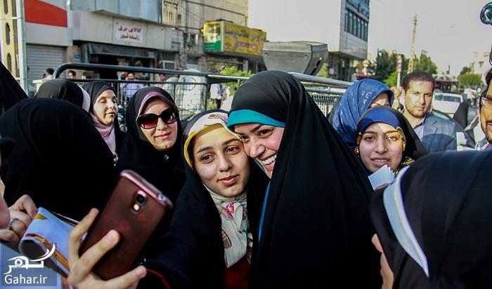 الهام چرخنده در حال انداختن چادر بر سر دختران + عکس
