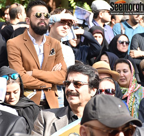 علیرضا افتخاری و محسن افشانی در تشییع پیکر کیارستمی