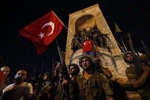 عکسی از نظامیان کودتا کننده که لخت روی هم تل انبار شده اند
