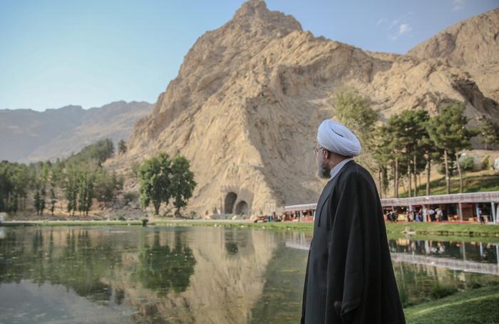 حضور حسن روحانی در طاق بستان /تصاویر