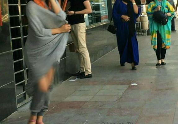 زنان نیمه عریان در خیابانهای تهران /تصاویر
