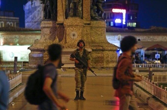 بیانیه کودتاچیان: با هرکس که مقابل ما بایستد مبارزه می کنیم