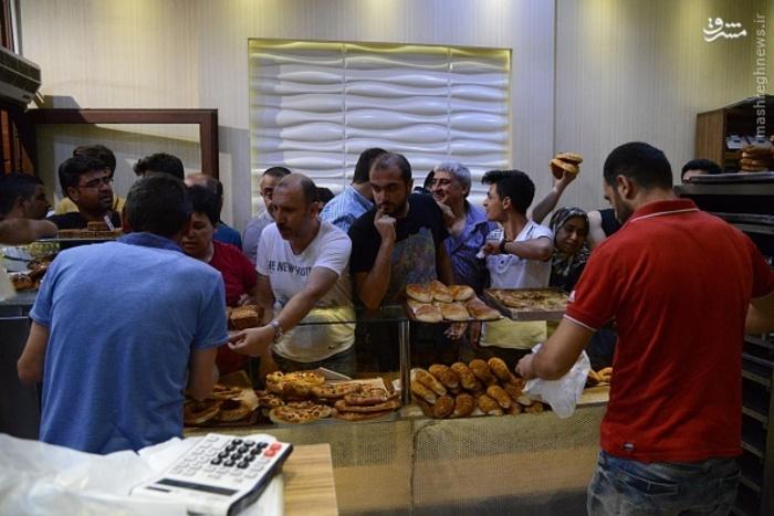 هجوم مردم ترکیه به مغازههای نان فروشی /عکس