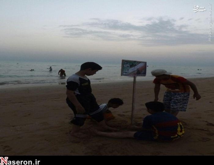 نصب تابلوهای حجاب در ساحل دلوار /تصاویر