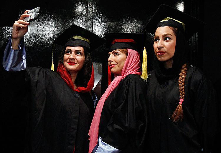 نخستین جشن فارغ التحصیلی در دانشکده خبر /تصاویر