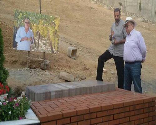 نصب سنگ قبر کیارستمی با حضور بهمن فرمان آرا /تصاویر