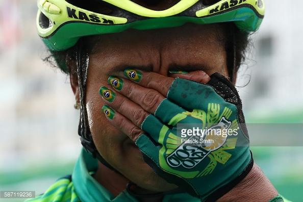 طرح جالب طراحی ناخن دوچرخه سوار زن برزیلی/عکس