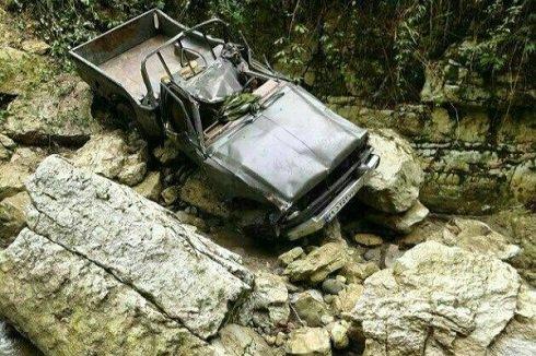 عکس خودرویی که پدر و مادر بهادر عبدی در آن بودند