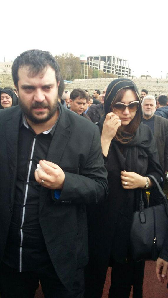 اشکهای عسل پورحیدری دختر منصور پورحیدری در تشییع پدرش