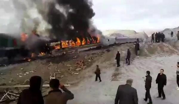 فیلم تصادف قطار سمنان و آتشسوزی واگن قطار
