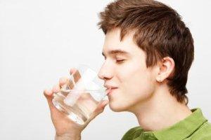 صبح زود قبل از صبحانه آب ننونشید