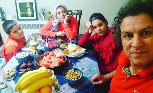 آرش میراحمدی در کنار خانواده در شب یلدا