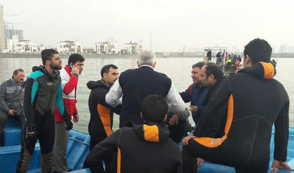 تصاویر : سقوط بالگرد در دریاچه چیتگر