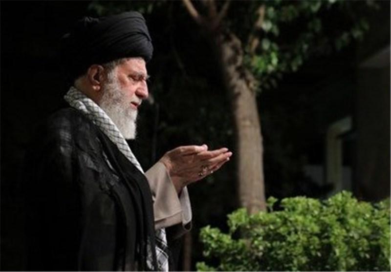 اقامه نماز ایت الله هاشمی رفسنجانی توسط رهبری