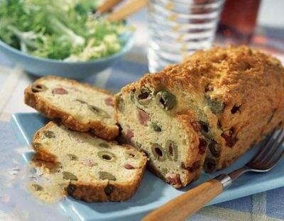 نان خوشمزه به استفاده از ژامبون گوشت و زیتون + طرز تهیه
