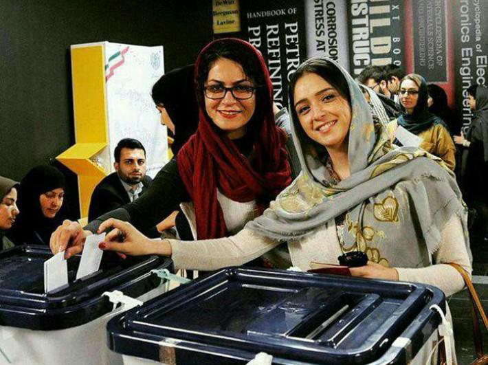 تصاویر بازیگران و هنرمندان در حال رای دادن و شرکت در انتخابات