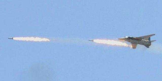 حملات شبانه جنگندههای سوریه به مواضع تروریستها در حومه حماه