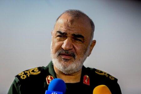سرلشکر سلامی: با اقتدار در برابر دشمنان ایستاده ایم