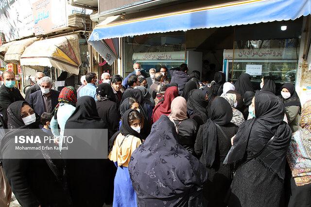ازدحام برای خرید مرغ در روزهای کرونایی