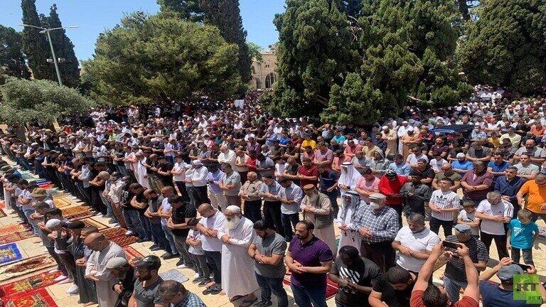 دهها هزار تن برای اقامه نماز جمعه راهی مسجد الاقصی شدند