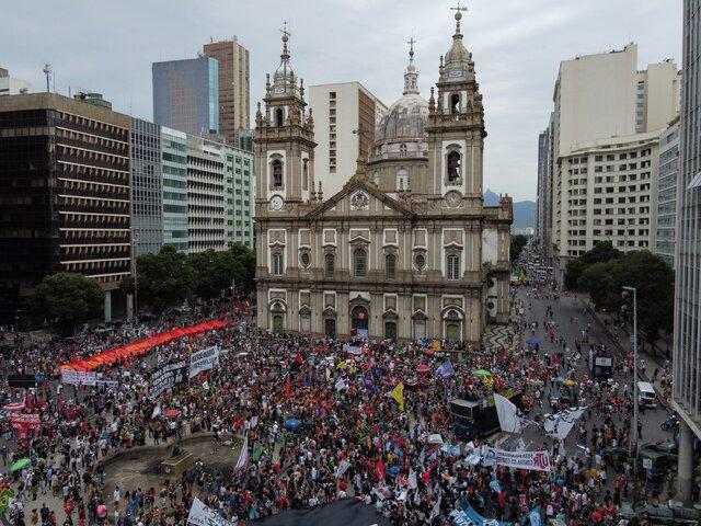 تظاهرات سراسری برزیلیها علیه بولسونارو با فراتر رفتن تعداد کشتههای کرونا از ۵۰۰ هزار تن