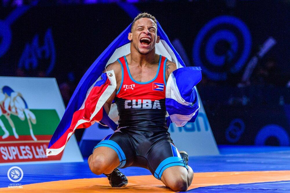 شکست قهرمان جهان و المپیک در مبارزه نخست/ گرایی به استابلر رسید