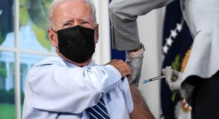 جو بایدن دُز سوم واکسن خود را تزریق کرد